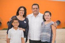 carlos mendoza y su familia