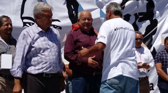 AMLO con Víctor Castro Cosió