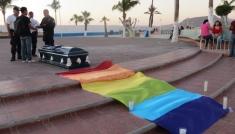 manifestacion-pacifica-gay-masacres-altar-kiosco-2-990x660.jpg