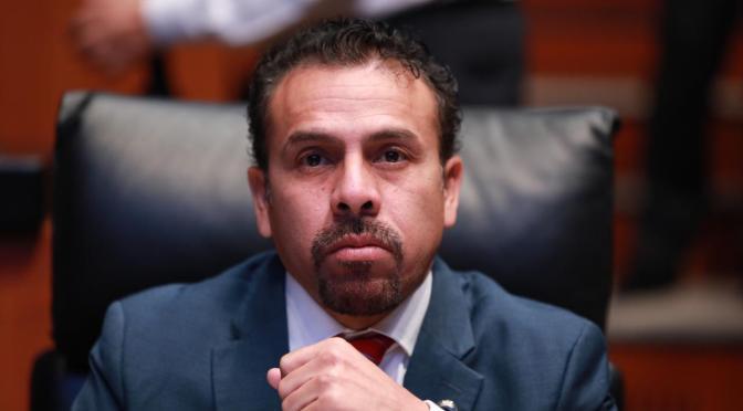Ricardo, un pésimo Senador… Marsupial con las manos sucias