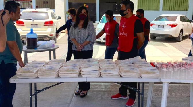Alcaldesa Armida Castro visita y entrega apoyos al comedor de la Asociación Cáritas
