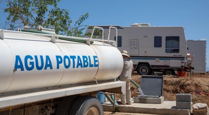 De manera gratuita Oomsapas Los Cabos dota de agua potable instituciones públicas