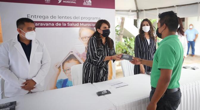 La misión es servir; encabeza alcaldesa Armida Castro la entrega de lentes de graduación