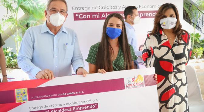 """Esta ocasión, más de $99 mil pesos se erogaron a mujeres de Los Cabos por medio del programa """"Con Mi Alcaldesa Emprendo"""""""