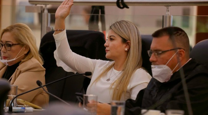 EL COLMO: PRESIDENTE DE LA MESA DIRECTIVA DEL CONGRESO SOMETE A VOTACION LA NO APLICACIÓN DE LA LEY