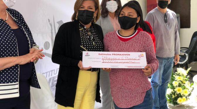 """A través de """"Promajoven"""", el Gobierno de Los Cabos entrega becas a madres estudiantes"""