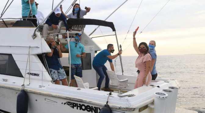 Alcaldesa Armida Castro abandera Torneo Bisbee´s East Cape Offshore 2021