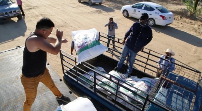 Van para la zona rural de San José del Cabo 5 millones de pesos en alimento para ganado